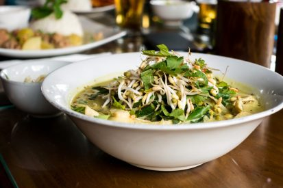 https://www.wesellrestaurants.com/public/uploads/images/_2020-05-05_11_06_green-curry-with-beans-sprouts-413x275.jpg