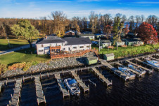 Waterfront Bar and Grill Restaurant Space for Lease - Lake of the Woods